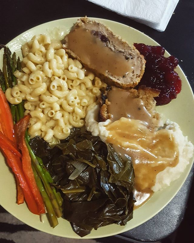 Mashed cauliflower, mac n cheese, cornbread dressing, asparagus, glazed carrots, collard greens, gravy, and a trader Joe's  turkey-less Turkey for yesterday's feast! Thankful for all the animals we saved yesterday  #whatveganseat #govegan #southernvegan #veganthanksgiving #veganmacncheese