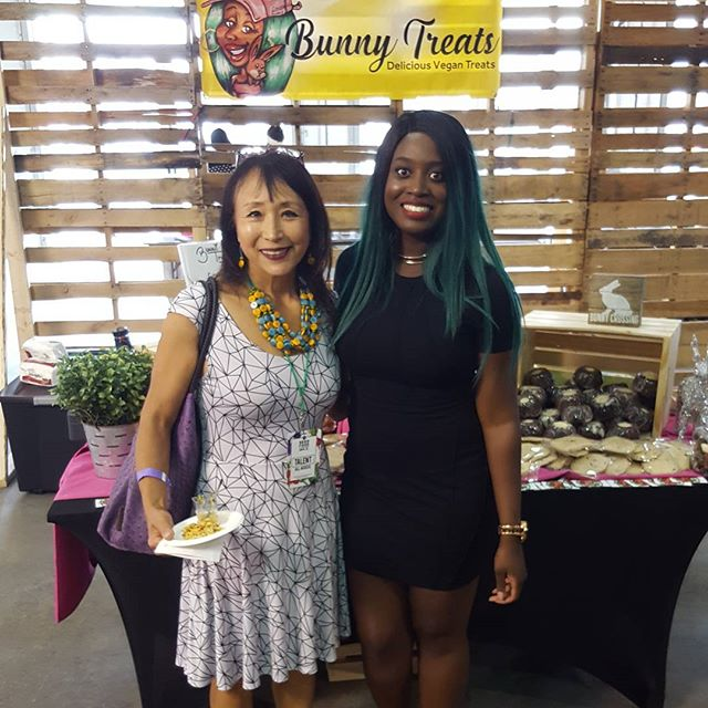 #tbt to when i met/ fanned out over @miyokos_kitchen in miami and she complimented my pumpkin bread.  She inspired me to make my own butter and condiments her stuff is amazing. #miami #miyokoschinner #veganwoman #girlpower