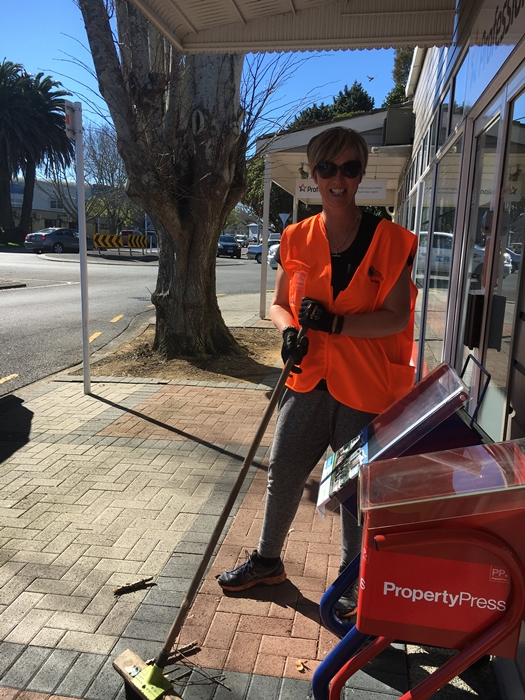 Lara at the Papakura Town Clean up