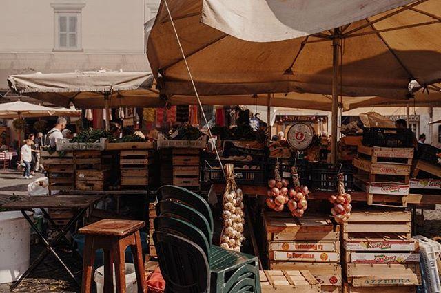 markets @ piazza campo dei fiori in rome, italy 🇮🇹🥖🍅