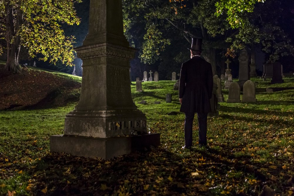Lincoln in the Bardo graveyard scene