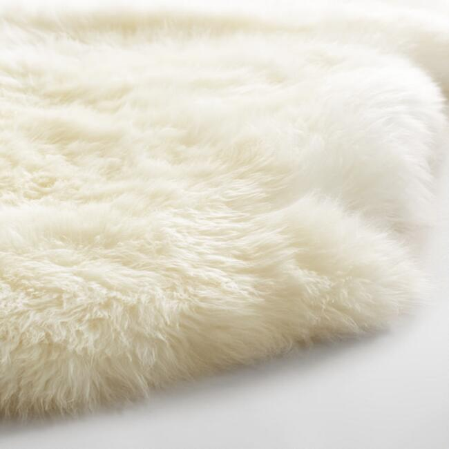 4'X5.3' Ivory New Zealand Sheepskin Area Rug