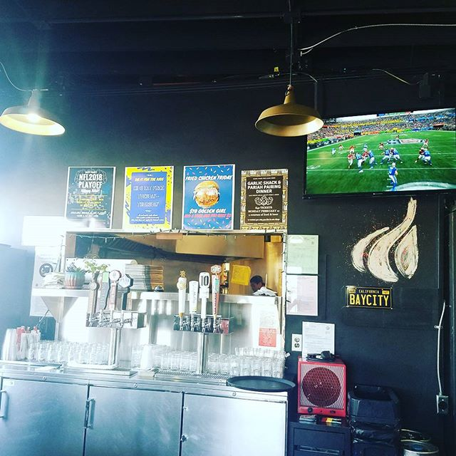 SUNDAY FUNDAY AT GARLIC SHACK & THE PRO BOWL IF YOU LIKE WATHCING PATTYCAKE FOOTBALL! JK THEY DESERVE A GAME AS FUN AS THIS ONE AFTER ALL THEIR WORK! SO COME CELEBRATE THE NFL AND AMERICA AT GALRIC SHACK #america #probowl2018 #dankdealsanddopesounds #groovymusicsunday #sandiegoeatsalot  SPEICAL : $15 STANDARD•FRIES•BEER $12 W/ A FOUNTAIN DRINK (FOR THE KIDS)