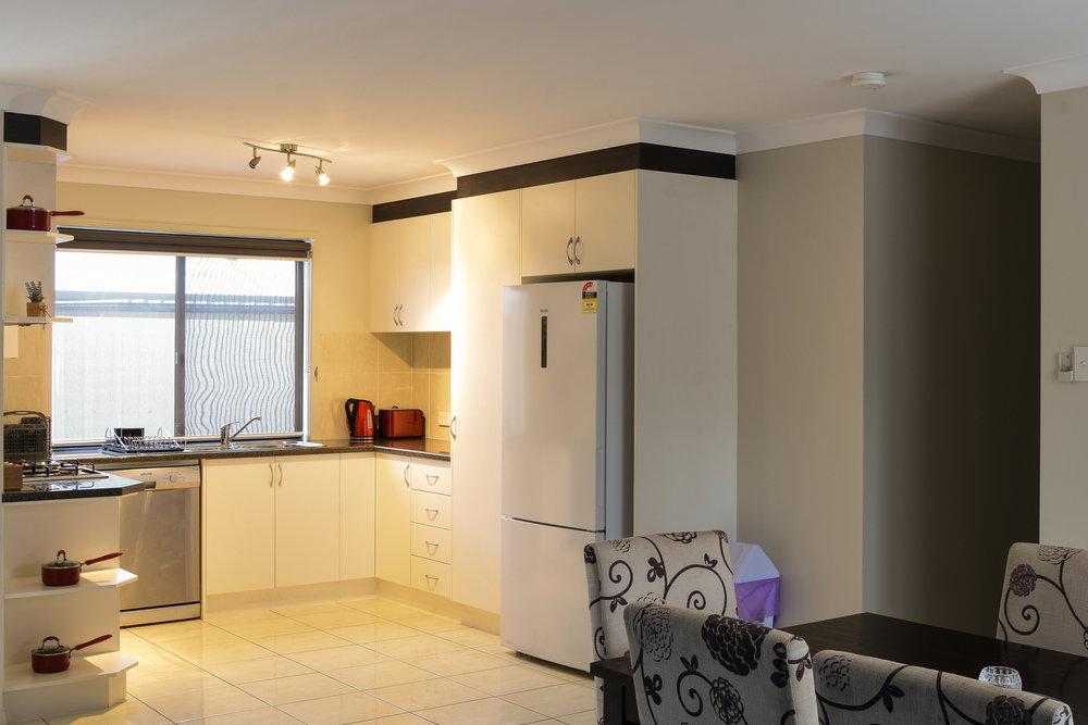 Unit 5 Damon: 4 bedroom, 2 bathroom. Full kitchen