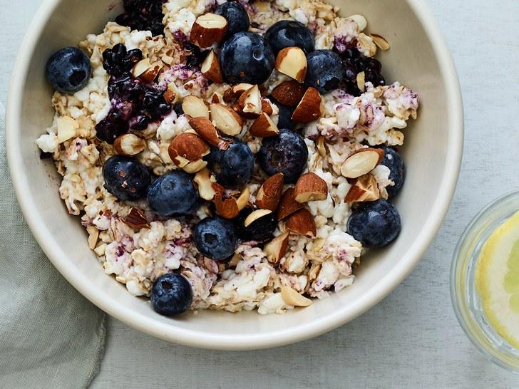 0417-breakfast-berry-cheesecake-overnight-oats.jpg