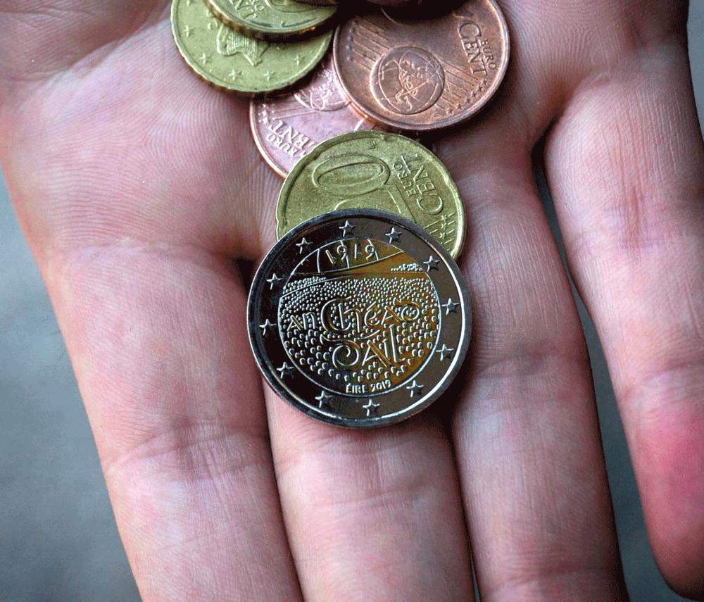 €2 Circulation Coin (click to enlarge)
