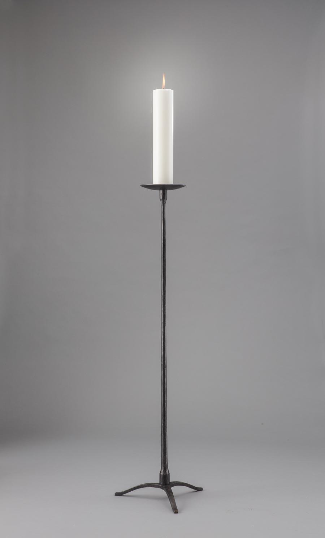 Enkel klassisk staka med utbytbar topp. Här med ett stort ljus. 120 cm hög utan ljus.