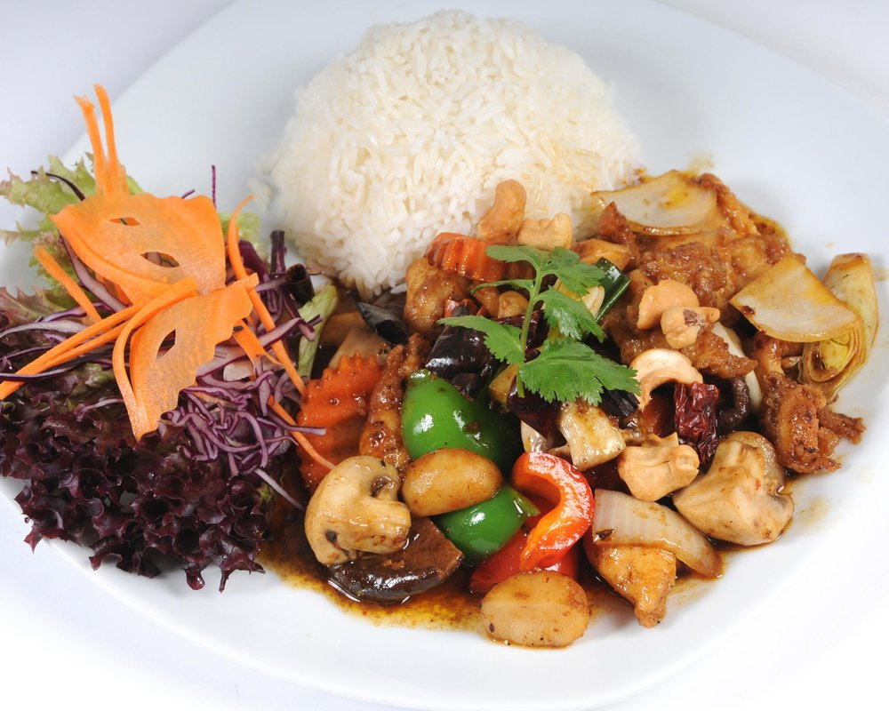 Stir-Fried Chicken with Cashew Nuts and Chillies