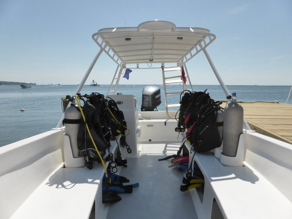 Roatan+Divers+best+dive+boat+Ran.jpeg