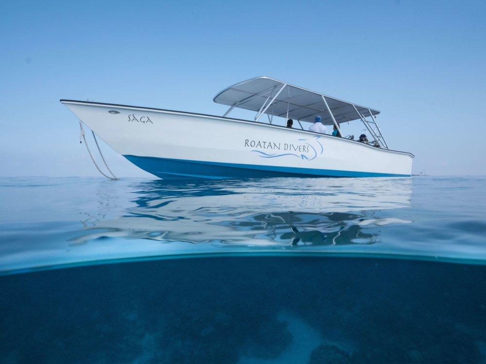 fast boats roatan scuba diving.jpg