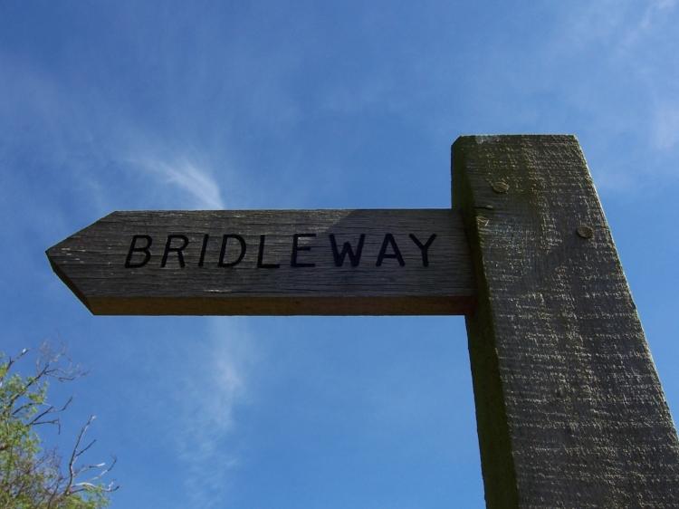 Bridleway_sign_Hillingdon.JPG