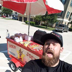 Man_selfie_hotdog_stand.jpg