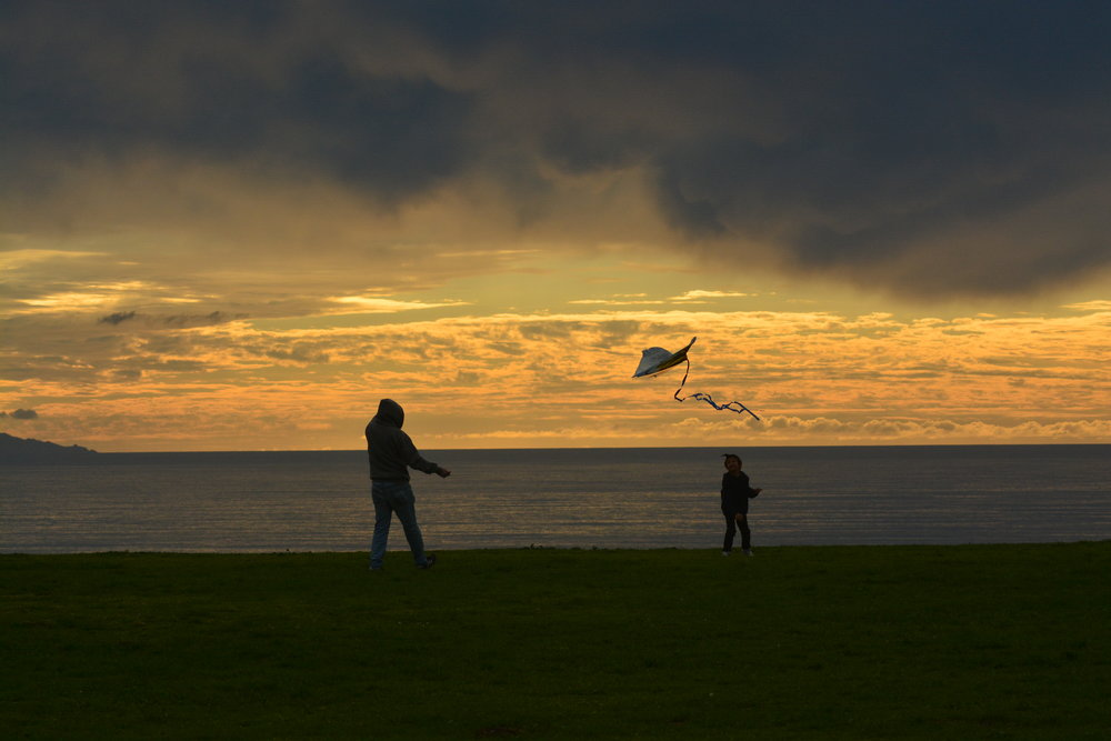 Kite Flying at Sunset // Korean Friendship Bell Park