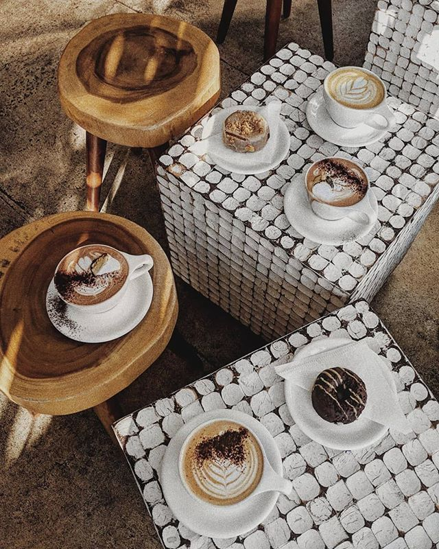 coffee party ☕️ 🎉 ⠀ ⠀ 📸 : @aileenchua⠀ ⠀ #luxury #caffeination #beangalore #shareacup #latteparty #celebrate #coffeebreak #cafetime