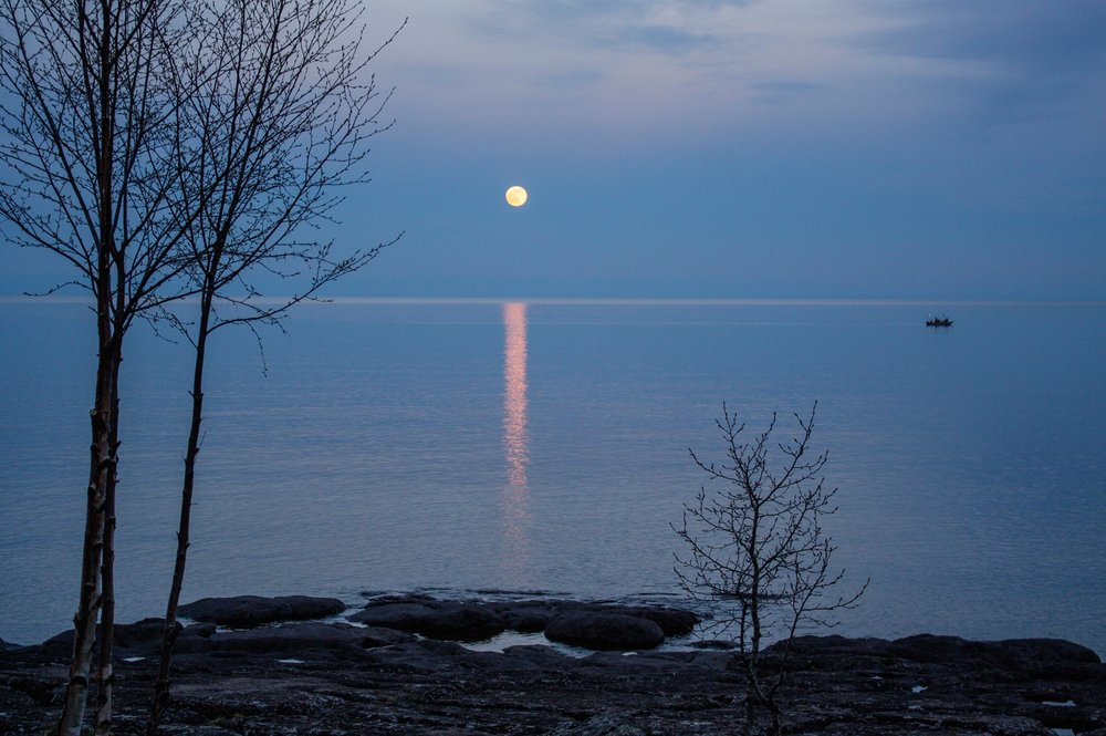 Rising Moon and Tofte charter fishing boat