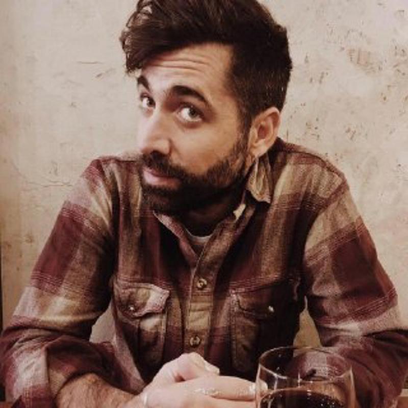Daniel Granados - DIRECTOR DE CULTURA VIVA. TOCA LA GUITARRA Y LOS TAMBORESDirige, conduce y armoniza Fuego Amigo.