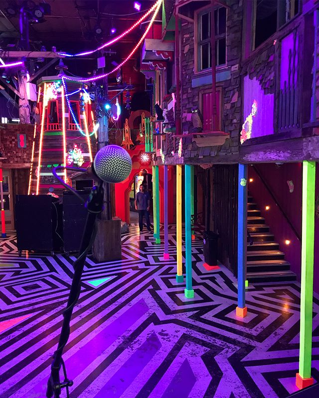 Have I been on the road too long or does this place really look like this? Everyone has kept telling me that Meow Wolf was gonna blow my mind.... Yep 😼🐺💖💜❤️💙💚💛🧡 @meow__wolf