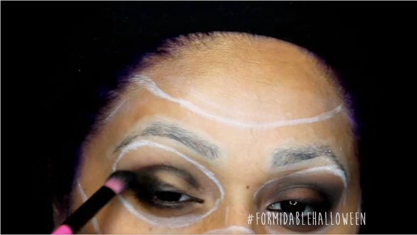7 eye shadow blender.png
