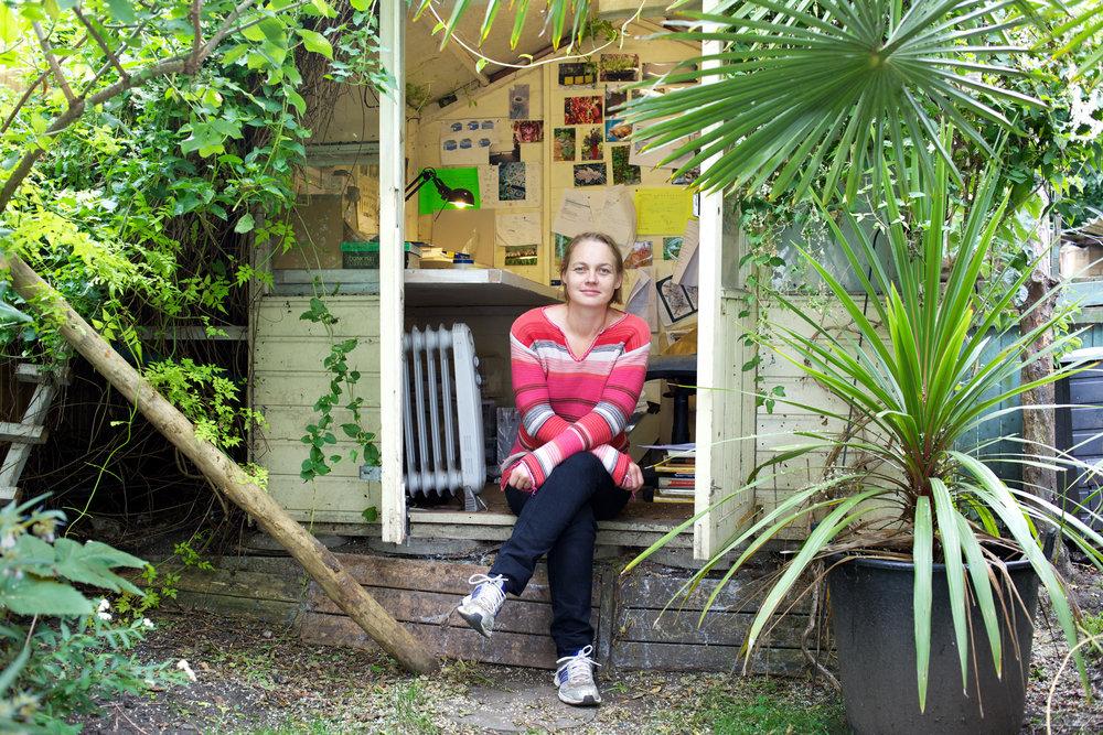 bees-camilla-goddard-katie-hyams-reportage-09.jpg