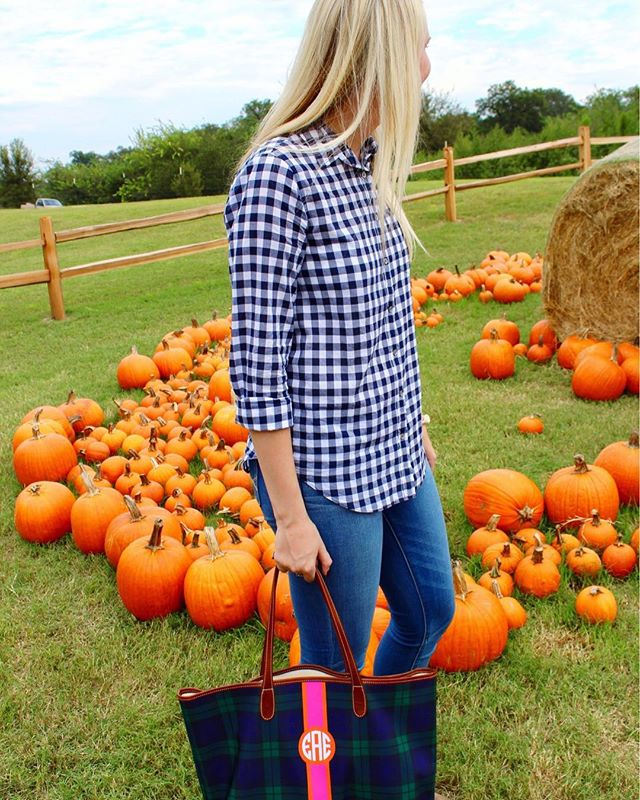Happy fall, y'all! Since it's the first day of fall, I've rounded up a few of my favorite fall fashion pieces on the blog today! Be sure to check it out, link in bio 🍂🍁 http://liketk.it/2sNTZ #liketkit @liketoknow.it