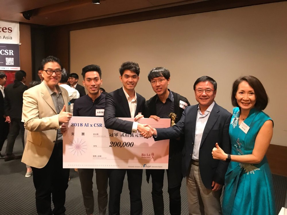 Presenting the grand prize to the top AI project team.