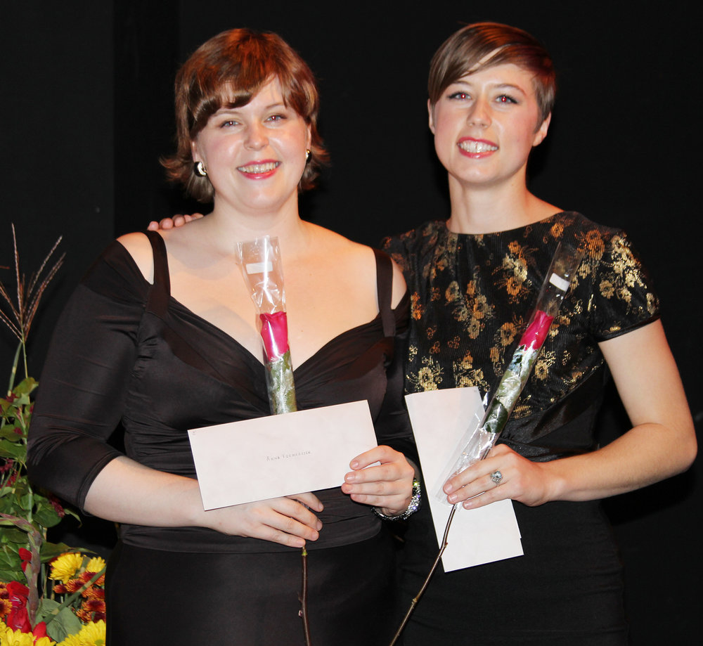 Viemeister sisters, two of the winners of Encouragement Awards