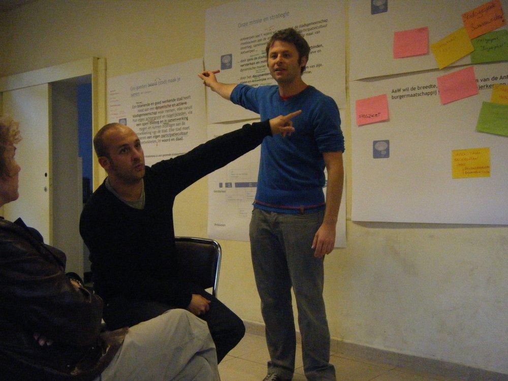 Jan en Koen tijdens een workshop  van Antwerpen aan't woord in 2010…