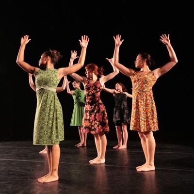 KOREOGRAFIARYHMÄT - SHOWTANSSI - Showtanssijoille n. 9 - 13v. tarjoamme mahdollisuuden osallistua koreografiaryhmiin, jotka kilpailevat ja esiintyvät koreografioillaan.Nämä ryhmät pääsevät myös esiintymään erilaisissa tilaisuuksissa esim. muotinäytöksissä ja kauppakeskuskissa.Suositut koreografiaryhmät harjoittelevat tällä hetkellä perjantaisin ennen ja jälkeen Showtanssi jatkotason ryhmän.Koreografina ryhmissä toimii alansa ehdoton huippunimi Elina Peltoperä.Ryhmiin haetaan valintatilaisuudessa 11.8. klo 16.30 - 17.30. Tanssijat sitoutuvat ryhmään syys- ja kevätkaudeksi.Hinnaston kaudelle 2017 - 2018 löydät täältä.