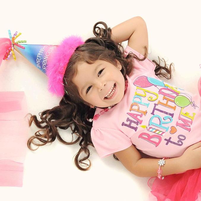 VAMOS - SYNTTÄRIT - Meillä voit pitää hauskat ja tanssilliset lasten synttärit upeissa tiloissa.Turvalliset ja väljät tilat ovat omiaan lasten vauhdikkaisiin leikkeihin ja se muuntautuu myös sankarin omiin toiveisiin.250e / 6h.sis. tilat, kertakäyttöastiat ja tanssidiskon.Lisämaksusta voitte tilata myös tanssinopetusta synttäreille 50e / h.