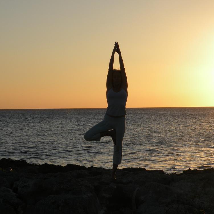 RELATIN - RELATIN - kehonhuoltotunti toimii ihanan rentouttavana, venyttävänä ja huoltavana tuntina vauhdikkaimpien tuntiemme vastapainoksi. Tunti yhdistää joogaa, pilatesta, syvävenyttelyä ja rentoutumista sekä hengitysharjoituksia.Tule rentoutumaan lattarimusiikin rauhalliseen sykkeeseen.