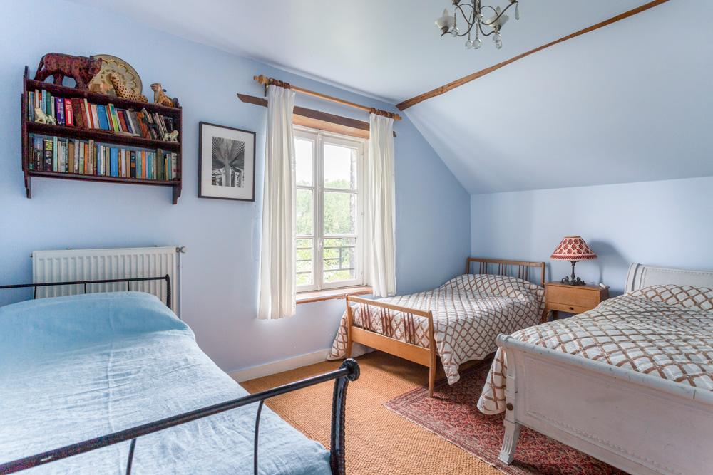 dorm-room-abbey-art.jpg