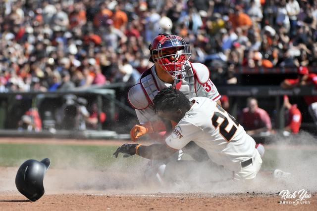 Copy of Copy of Giants win 4th straight as they dump Phillies, 6-1