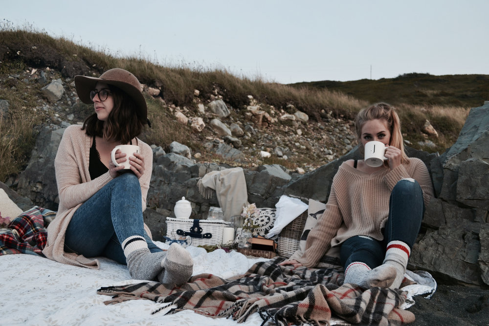 bff goals beach picnic inspiration how to charcuterie board goals fall autumn fashion