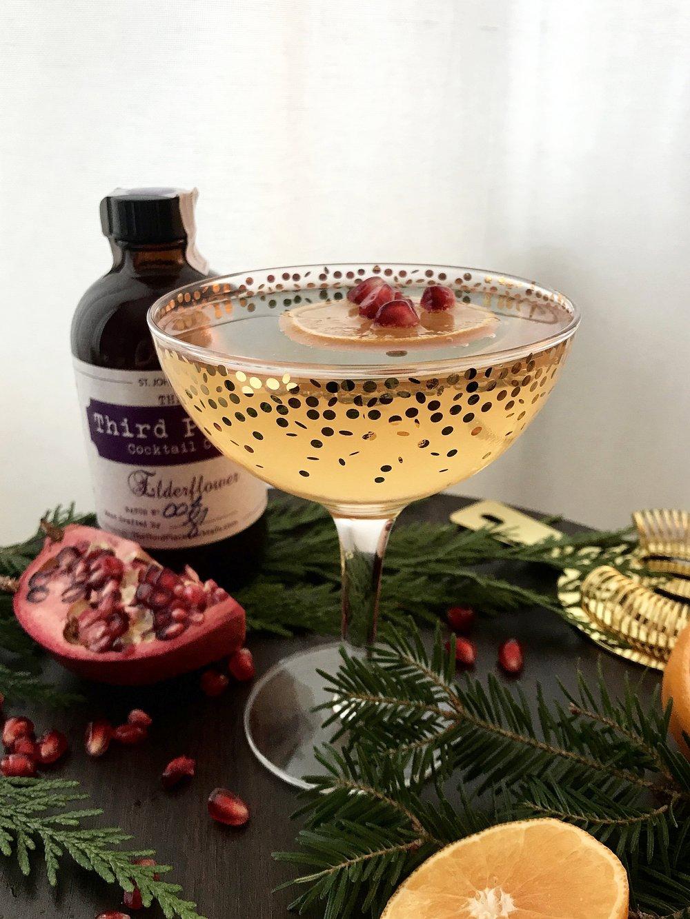 _______________2 Parts Soda Water2 Parts Vodka1 Part ElderflowerClementine SlicePomegranate_______________ -