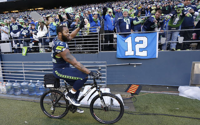 Michael_Bennett_Bike_Charity_Auction_Seahawks_Packers.jpg