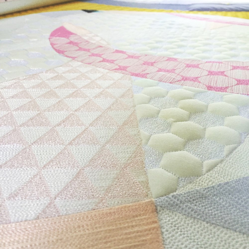 MQG The Best of Quiltcon Tour - USA, Japan, Australia & UK (2017) - The Egg - Pieced by Hillary Goodwin quilted by Rachael DorrImage: Detail of The Egg