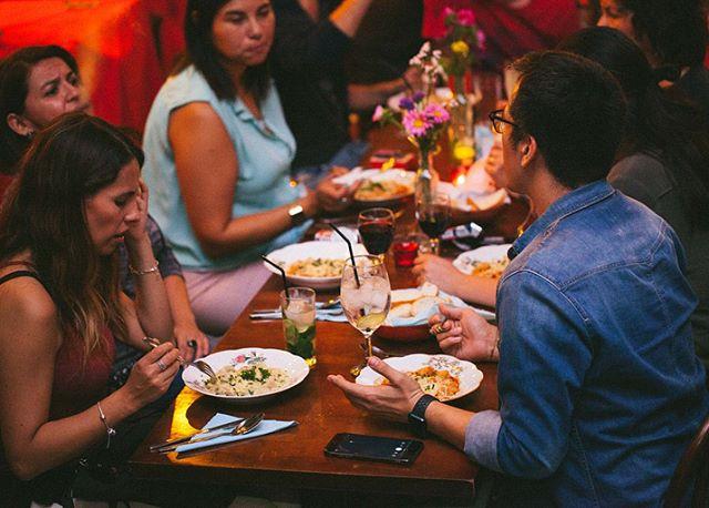 Conoces nuestro evento Ñoquis del 29? Cada mes el productor y chef argentino Warhol Oliveira realiza una comida secreta para celebrar la tradición de comer Ñoquis el día 29 de cada mes. En mayo el evento se realizará en la comuna de Bellavista⚡️⚡️⚡️ La locación exacta se revelará junto con la reserva. Atrévete a probar esta experiencia y compartir con viejos y nuevos amigos.  Más información y reservas en el link de la biografía.