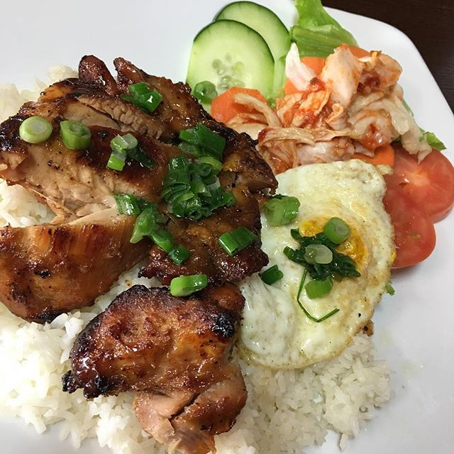 I need to eat something else but it's just so #good grilled chicken rice dish #houston #restaurant #eggs #vietnamese #katytx #hangoutasiangrill #foodporn #delicious