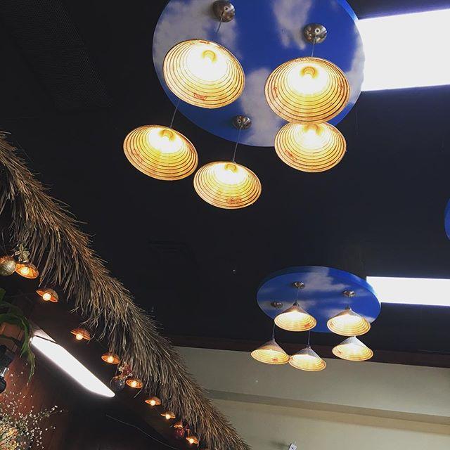 #rice #hats as ceiling #lights ? my auntie is a #genius ! #decor #houston #restaurant #vietnamese #vietnamesefood #katytx #hangoutasiangrill