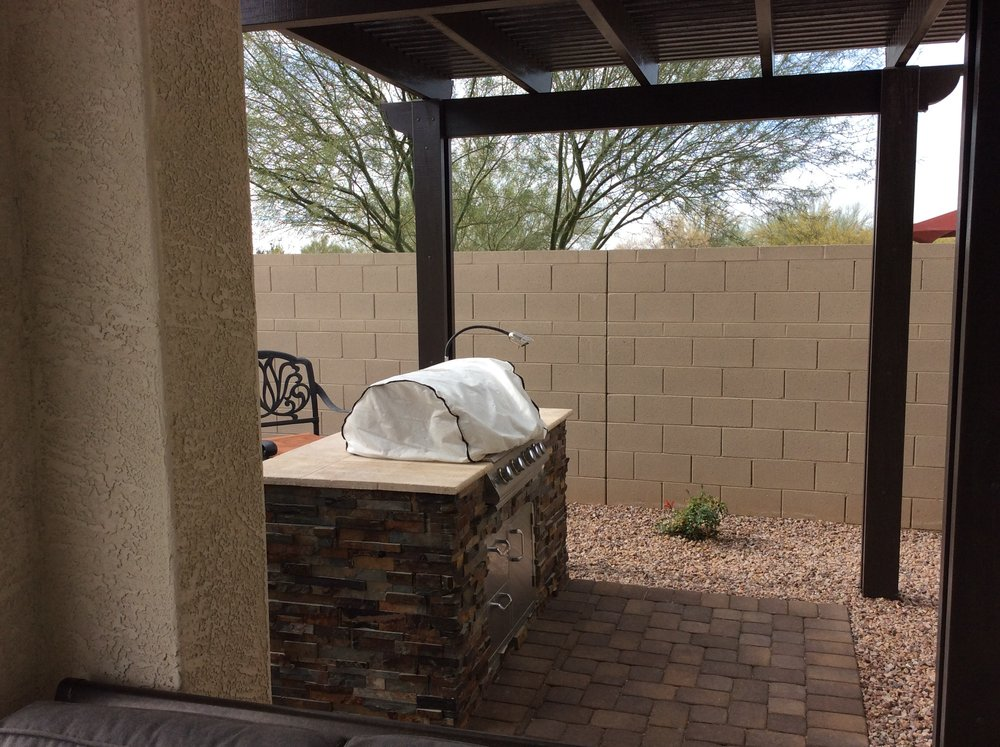 6 Ft BBQ Island with Stacked Stone.JPG