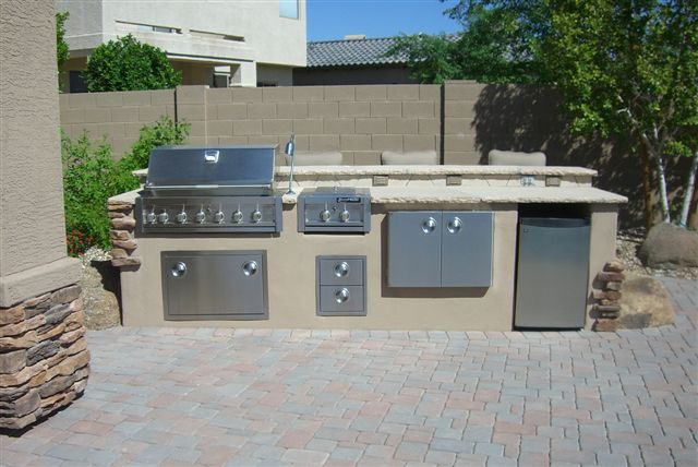 Outdoor Kitchen with Bar Stool countertop.jpg