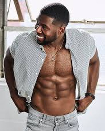 Here are 10 reasons to watch the movie Bird Box on @Netflix in no particular order😁😜. I already watched it twice since Saturday🤫 - #trevanterhodes #netflix #chocolateisgoodforyou @_trevanterhodes_