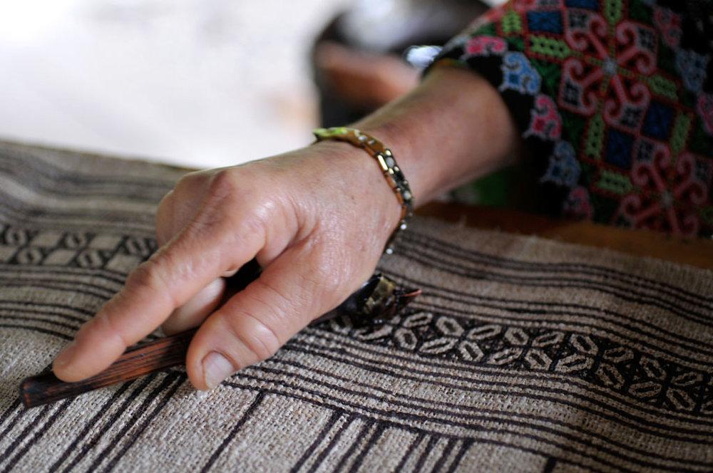 zu-xiong-master-of-hmong-batik-laos3