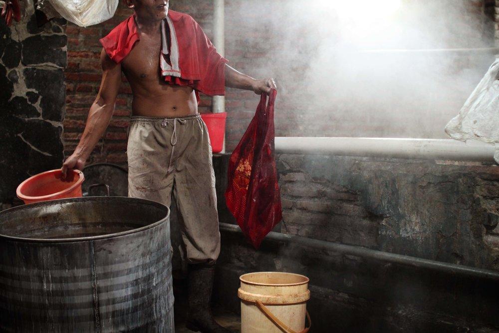 batik-in-batik-tohal-workshop-pekalongan-indonesia10