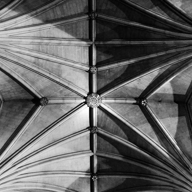Fuji XT-2,XF23mmF2 R WR Bristol Cathedral