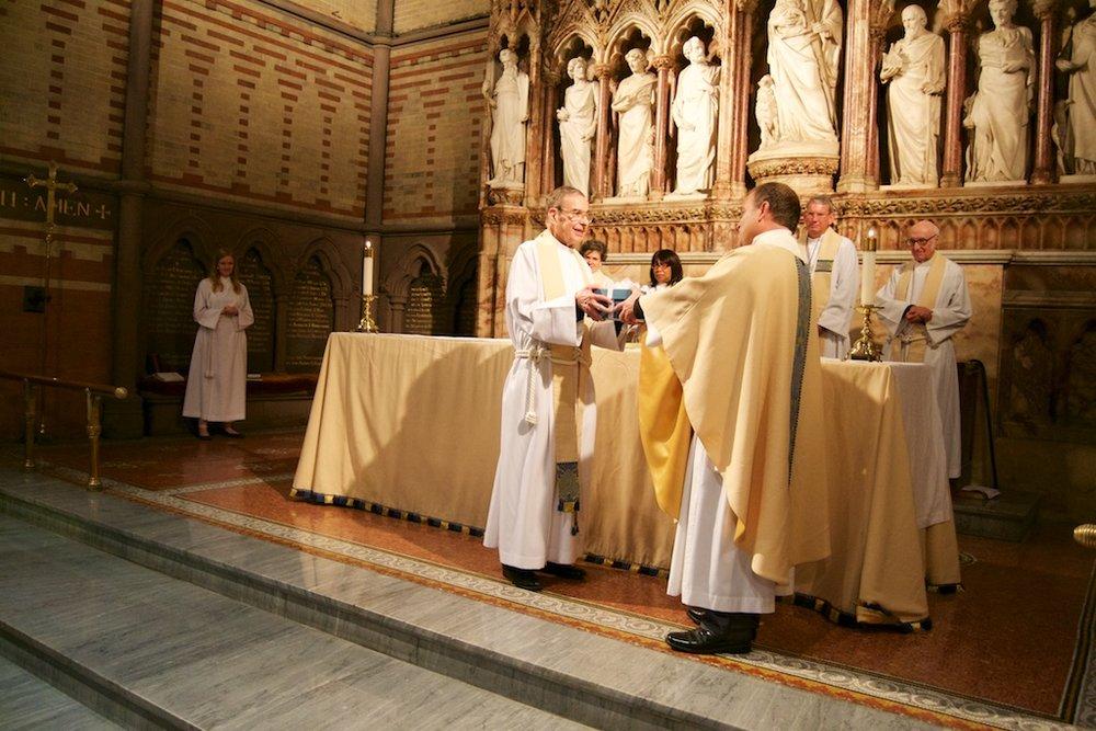Alumni_Eucharist_2015_1024 9