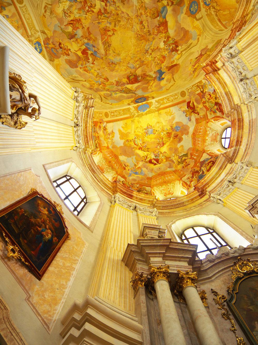 Kostel Jména Panny Marie a přilehlý klášter ve Křitinách