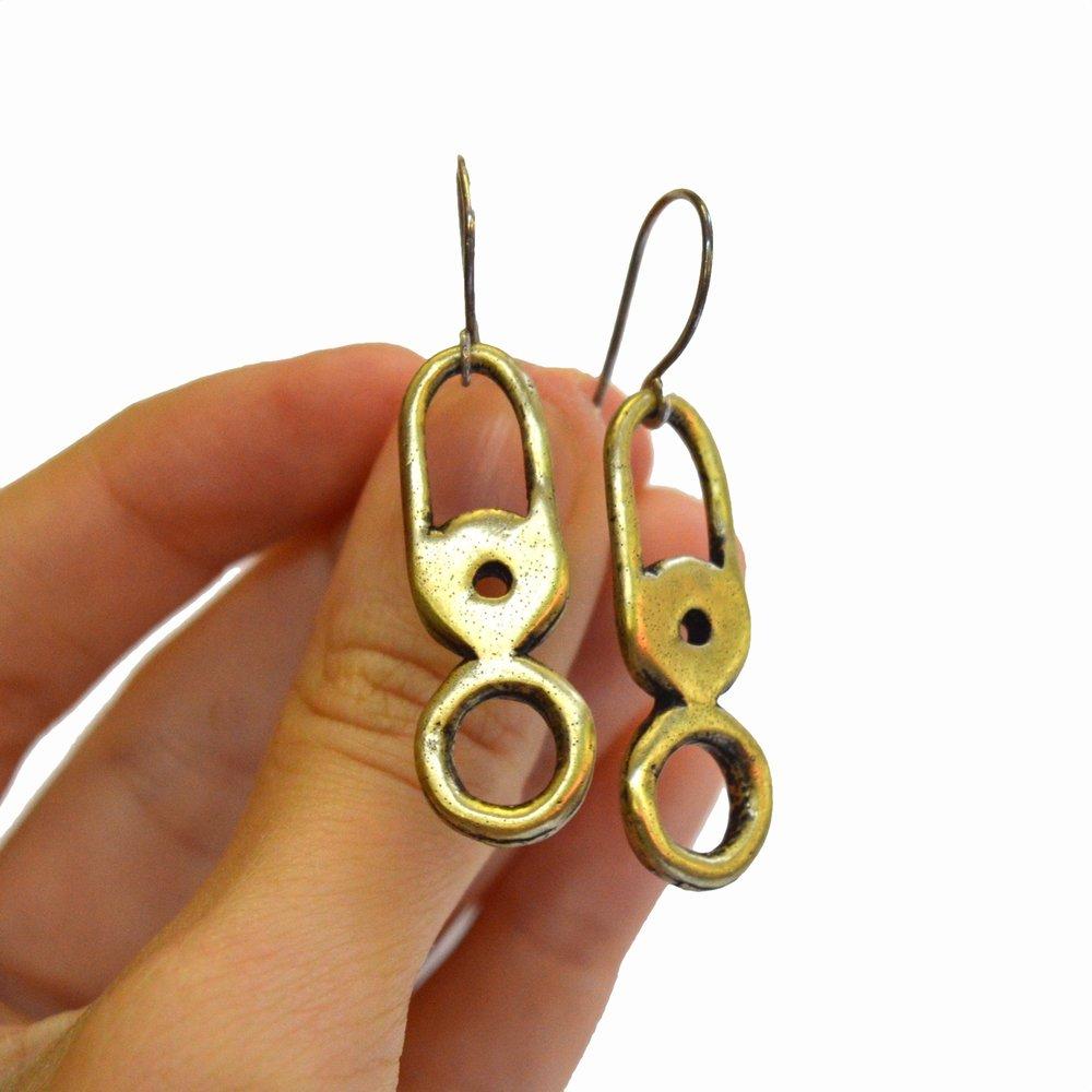 earringhand.jpg