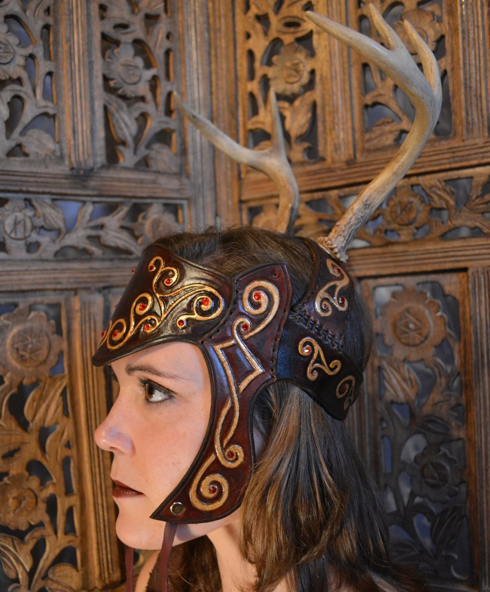 celtic_queen_antler_headdress_by_savagepunkstudio-d6x537y.jpg