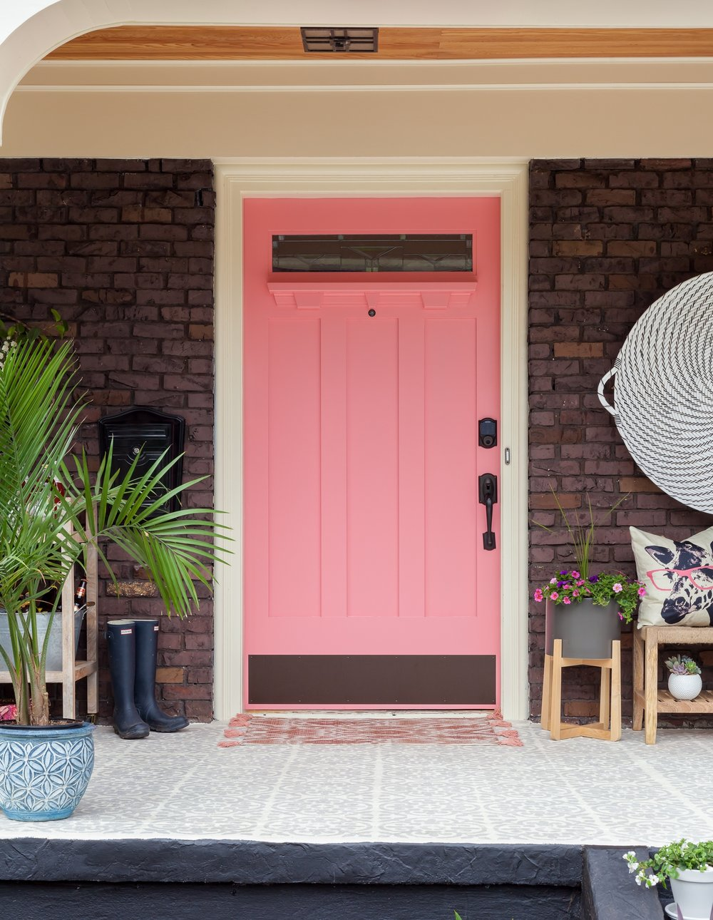 Isn't this pink door just so dreamy? © Julie Mannell
